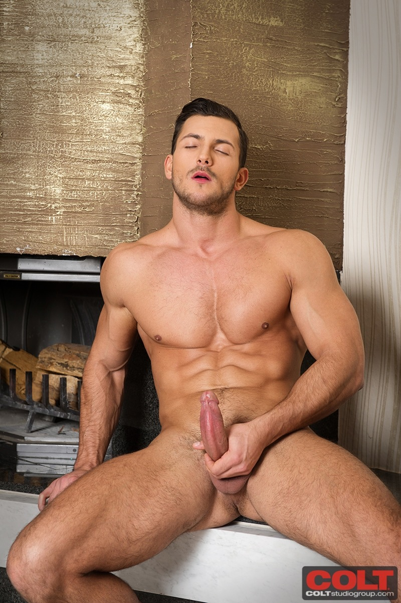 buck santiago bodybuilder naked