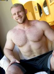 hairy bodybuilder ryan judd solo naked at gayhoopla