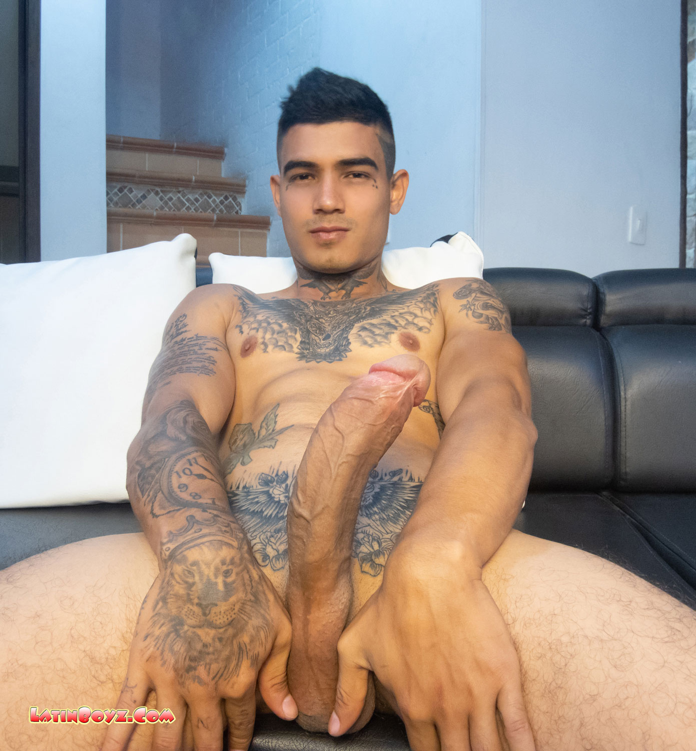 Latino male model naked nude pic does