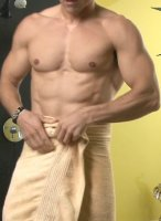 lukas-ridgeston-takes-shower-05