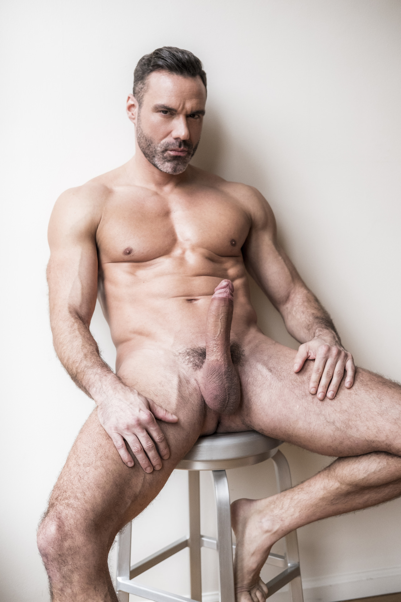 42 year old gay bottom guy looking for relationship I