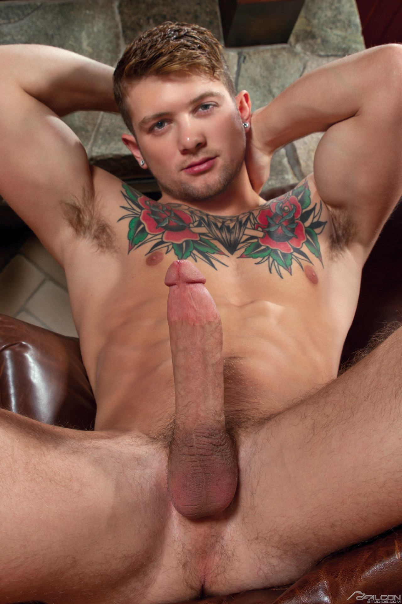 Sexy Stud Sucks Hunks Huge Rod