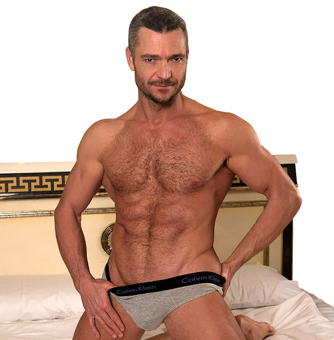 sergio-soldi-grey-muscular-daddy